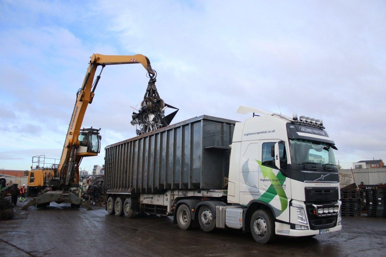 Scrap metal crane and skip