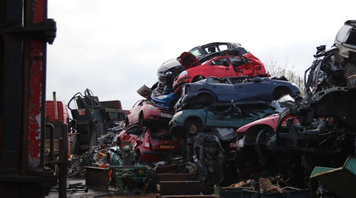 We buy scrap cars and metal